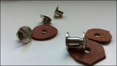 DIe Helmplatten werden zu einer Helmschale vernietet. Diese bildet die Basis für den Kabuto.