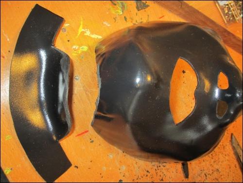 Halsschutz-Befestigung aus thermoelastischem Kunststoff