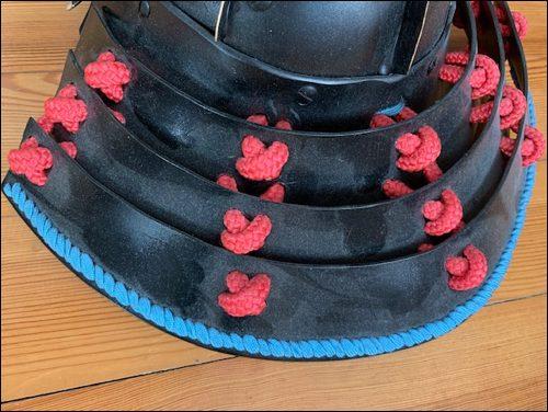 Shikoro: Der Nackenschutz wird an den Helm (Kobuto) angebracht.