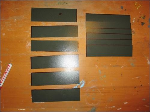 Zuschnitt der Unterarmplatten für den Kote. Wir verwenden hier thermoplastischen Kunststoff für unsere DIY Rüstung.