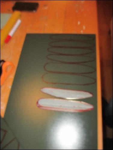 Kote / Gote:Übertragung der Muster der Armpanzerung auf die thermoplastische Platte.