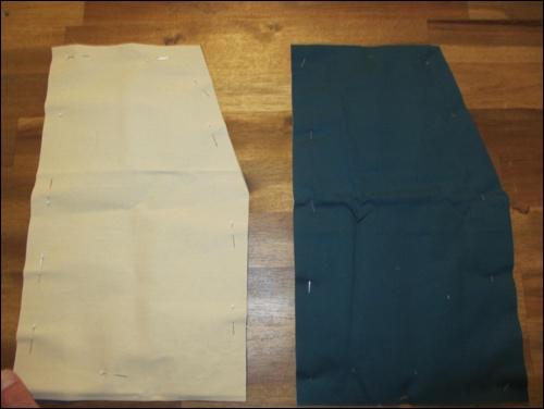 Stoffzuschnitt für die Schürze, die den Oberschenkel für Schwerthieben schützen wird.