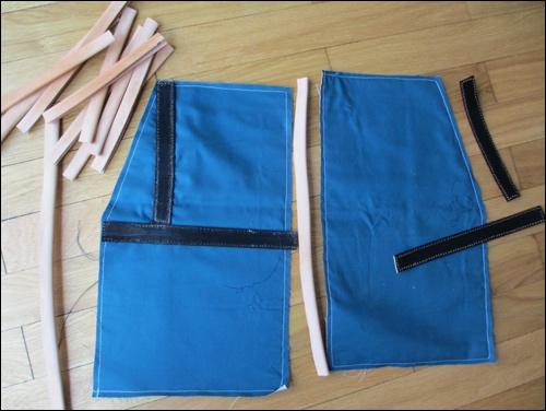 Lederapplikationen auf dem Oberschenkelschutz