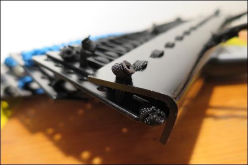 Oberes Ende der Schulterplatten: Solide Panzerung aus thermoplastischen Kunststoff als oberer Abschluss