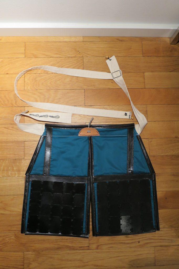 Haidate: Lamellen-bewährter Oberschenkelschutz mit Gürtel und Schulterträger nach historischem Vorbild (DIY Samurai Rüstung)
