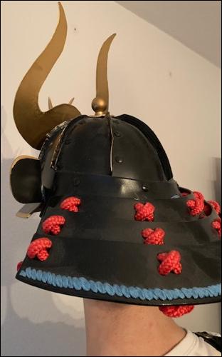 Shikoro- Der am Helm (Kabuto) befestigte Nackenschutz